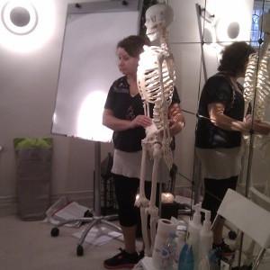 I massagekursen gås kroppen muskler och leder igenom.